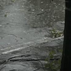 NEVREME TUTNJI SRBIJOM: Požari izbili u valjevskom kraju, u Čačku vetar nosio crepove! Delovi zemlje bez struje (VIDEO)