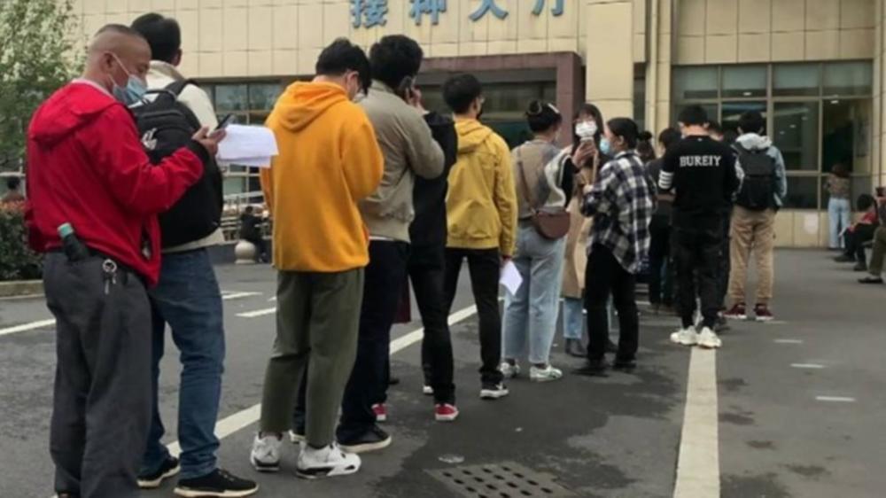 NEZABELEŽENA NAVALA ZA VAKCINACIJU PROTIV KORONE: Kinezi od ranog jutra formirali dige redove (VIDEO)