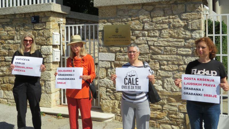 NGO aktivistice prosvjedovale pred Veleposlanstvom Srbije u Zagrebu