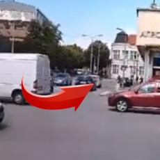 NI MILAN IZ ŽIKINE DINASTIJE NE BI UMEO BOLJE! Neverovatan prizor u Požarevcu, nećete verovati šta je vukao automobilom (VIDEO)
