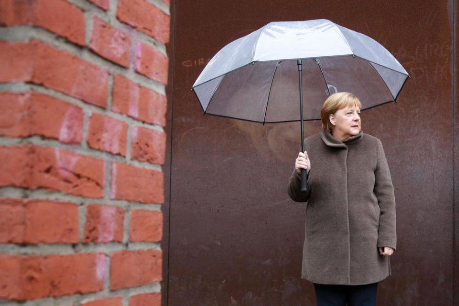NI SLOVO O SOVJETSKOM SAVEZU! MERKELOVA PORUČILA ČEMU NAS JE NAUČIO BERLINSKI ZID: Ne postoji više nikakav zid koji može da podeli ljude ili ograniči slobodu! (FOTO)