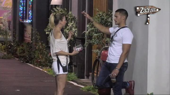 NIJE ME SAMO ONA GLEDALA! Marko se požalio Nadeždi da ga Eleonora gleda sve vreme na žurki, a onda RAZVEZAO JEZIK! (VIDEO)
