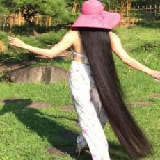 NIJE SE ŠIŠALA 15 GODINA i sad joj se kosa vuče po podu: Pogledajte kako izgleda ŽIVA ZLATOKOSA!