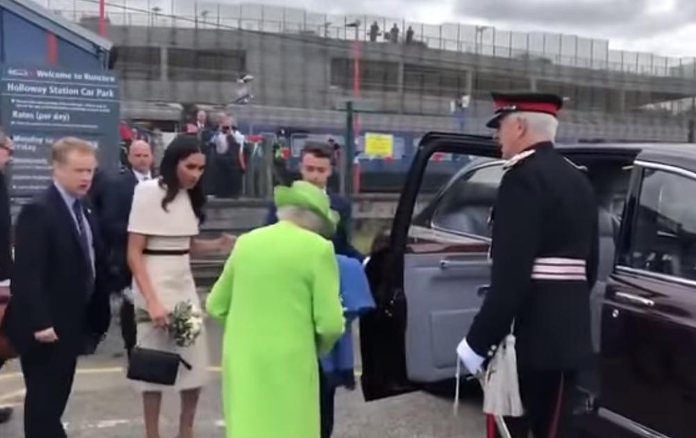 NIJE ZNALA ŠTA JE SNAŠLO: Megan Markl se pogubila kada je trebalo da uđe u kola sa kraljicom (VIDEO)