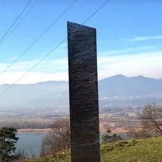 NIKO NE ZNA NJEGOVO POREKLO: Misteriozni monolit koji je nestao u Americi pojavio se nadomak Srbije (FOTO/VIDEO)