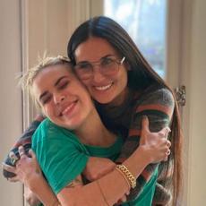 NISU PRIČALE TRI GODINE! Ćerka Demi Mur EMOTIVNOM objavom otkrila detalje iz porodice, pa spomenula majku!