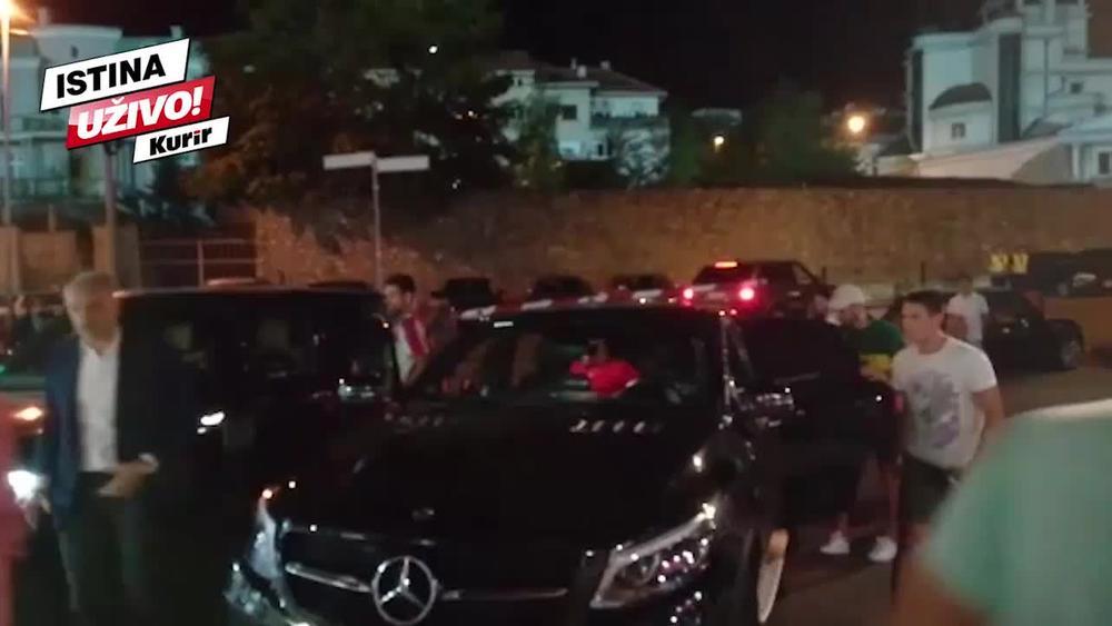 NOLE NA MARAKANI: Đoković u Zvezdinom dresu došao da bodri crveno-bele protiv Radnika i poželi im sreću za Napoli (KURIR TV)