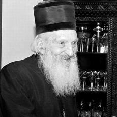 NOSIO IH JE TRIDESET GODINA I KRILE SU VELIKU TAJNU: Priča o cipelama patrijarha Pavla pokazuje NJEGOVU VELIČINU