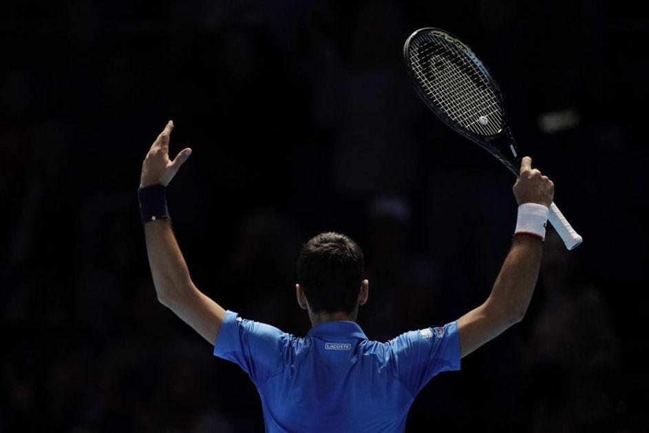 NOSITE SE! VIDIMO SE KASNIJE: Postoji samo JEDAN način da Novak ućutka Federerove navijače! Poznati Britanac otkrio kako (VIDEO)