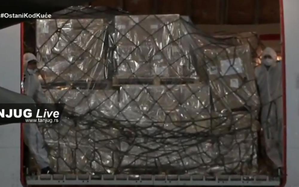 NOVA POMOĆ IZ KINE: Stigao avion sa 4 miliona maski i 14 stručnjaka
