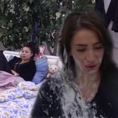 NOVA PROVOKACIJA! Posle haosa, Aleks PONOVO prišla Maji! Au! Nad njenom glavom - uradila OVO (VIDEO)