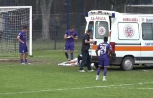 NOVA UŽASNA POVREDA NA SRPSKIM TERENIMA: Bivši napadač Zvezde pao kao pokošen, hitno ga prevezli u bolnicu! (VIDEO)