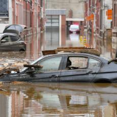NOVE POPLAVE U BELGIJI: Vodena bujica nosila automobile, krizni centar izdao je upozorenje stanovništvu