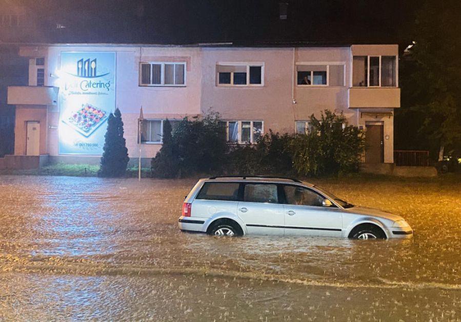 NOVE POPLAVE U TUZLI: Oluja počela u ponoć, ulice ponovo pretvorene u jezera (FOTO)