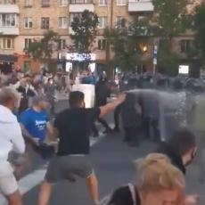 NOVI HAOS U BELORUSIJI: Bačen molotovljev koktel na policijsko vozilo, policija otvorila vatru na građane