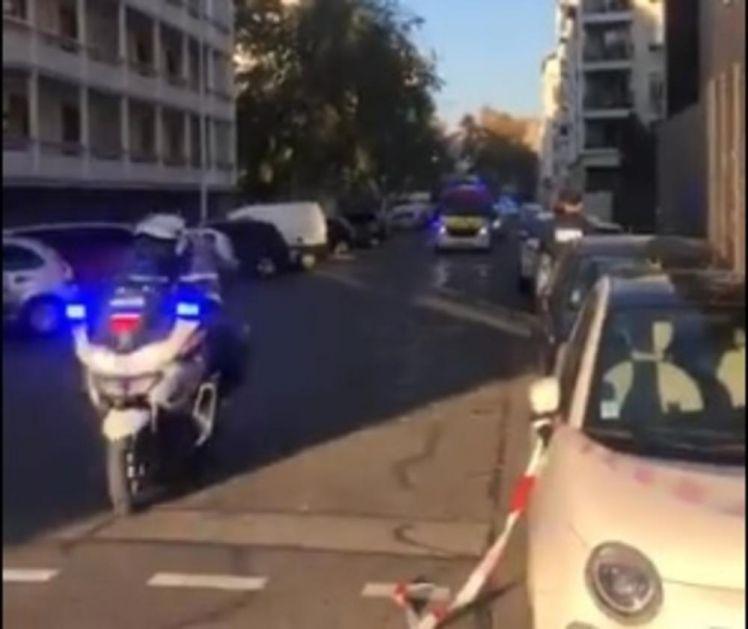 NOVI NAPAD! UPUCAN PRAVOSLAVNI SVEŠTENIK U LIONU: Napadač pobegao! Oko grčke crkve sve vrvi od policije, čuju se sirene! (VIDEO)