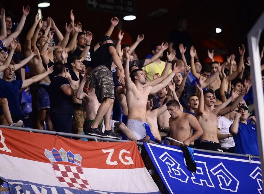 NOVI SKANDAL U ZAGREBU: Bed blu bojsi NAPALI engleske navijače, prisutni pobegli glavom bez obzira! VIDEO