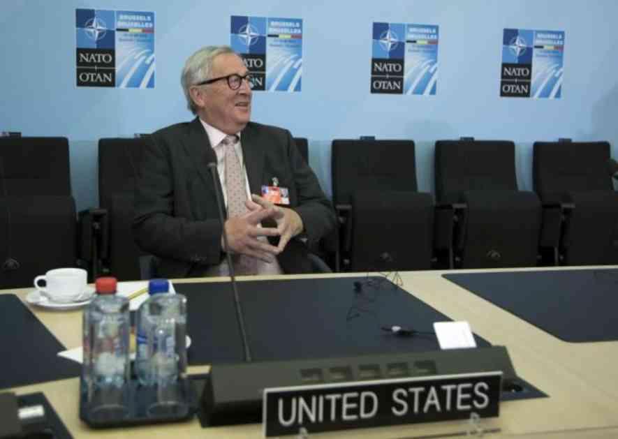 NOVI SKANDAL ŽAN-KLOD JUNKERA: Na gala večeri lidera NATO jedva stajao, čelnika EK pridržavala dva predsednika (FOTO, VIDEO)