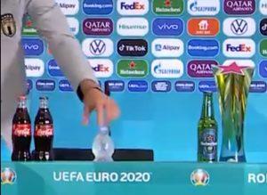 NOVI ŠOU NA EVRU: Junak Italije kao Ronaldo, o njegovom gestu na konferenciji svi pričaju (VIDEO)