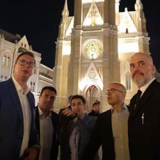 NOVOSAĐANI PRIJATNO IZNENAĐENI! Pogledajte u čijem društvu je Vučić prošetao, a našao se i jedan SPORTISTA (FOTO/VIDEO)