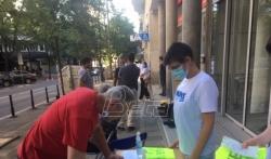NUNS novinarima delio prsluke sa natpisom PRESS kako bi bili bezbedniji na protestima