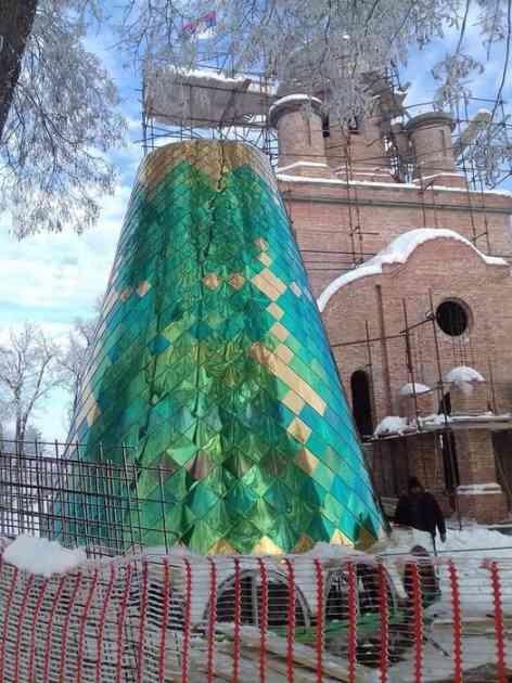 Podignute kupole crkve Blage Marije - Putinovog hrama na Banstolu