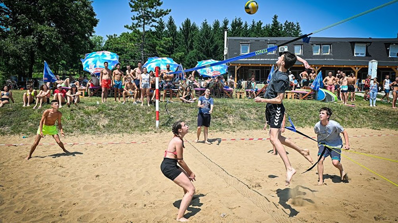 Na Borskom jezeru održan humanitarni turnir u odbojci na pesku [FOTO]