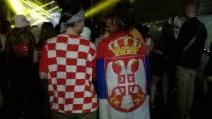 Na Exitu Splićanka nosila srpsku, a Novosađanka hrvatsku zastavu