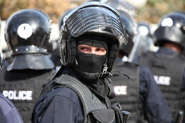 Na Jarinju i Brnjaku specijalne jedinice Rosu oduzimaju srpske tablice, bačen suzavac na građane koji protestuju