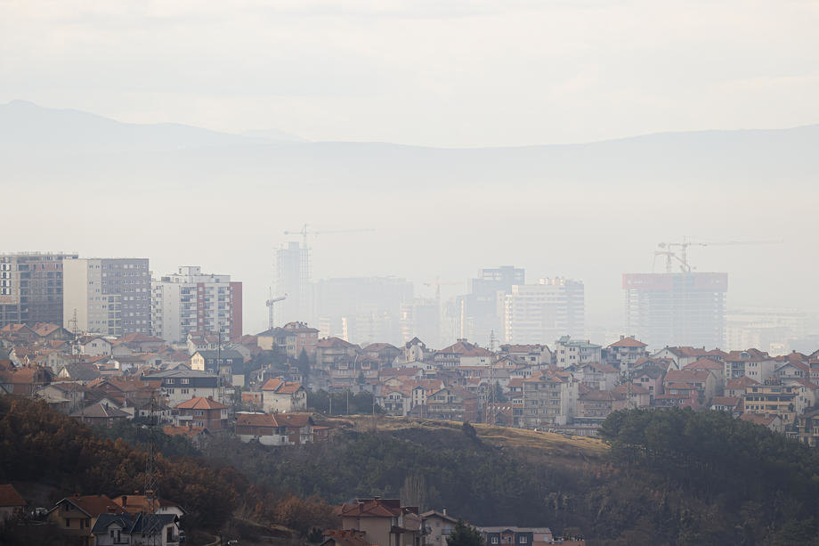 Na Kosovu i Metohiji 221 novi slučaj korona virusa, umrla jedna osoba