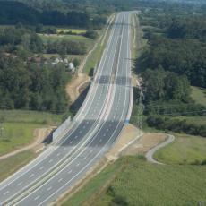 Na autoputu Miloš Veliki koji je juče svečano otvoren saobraćaju prva vozila!