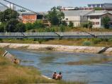 Na reci u Nišu ima kupača iako nema uređene plaže, ali im smeta smeće [Foto]
