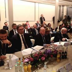 Na sastanku Kurtija i Vučića isplivao DETALJ KOJI NIKO NIJE PRIMETIO: Šta to radi albanski predsednik?! (FOTO)