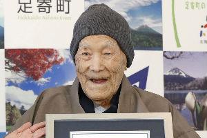 Nadživeo sedmoro braće i sestara: Umro najstariji muškarac na svetu