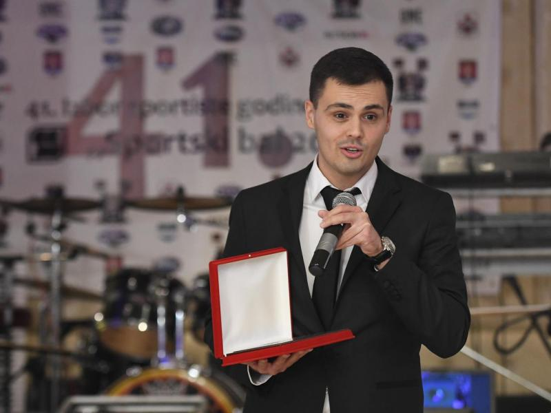 Najbolji sportski novinar Niša novčanu nagradu prosledio Banci dobročinstva