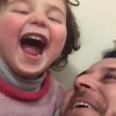 Najbolji tata u Siriji: Bombe im pucaju nad glavama, a on je našao način da zabavi ćerku (VIDEO)
