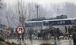 Najmanje 33 vojnika poginula, više od 20 ranjeno u bombaškom napadu u Kašmiru