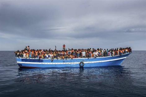 Najmanje 126 migranata nestalo u brodolomu