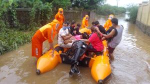 Najmanje 76 ljudi stradalo u poplavama izazvanim monsunskim kišama u Indiji