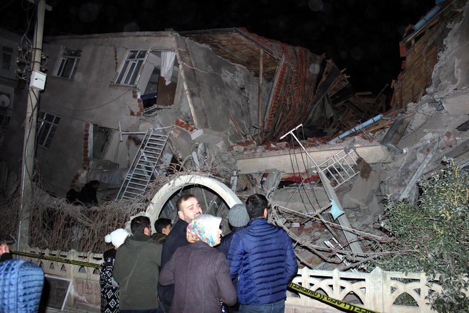 Najmanje četvoro mrtvih u snažnom zemljotresu u Turskoj