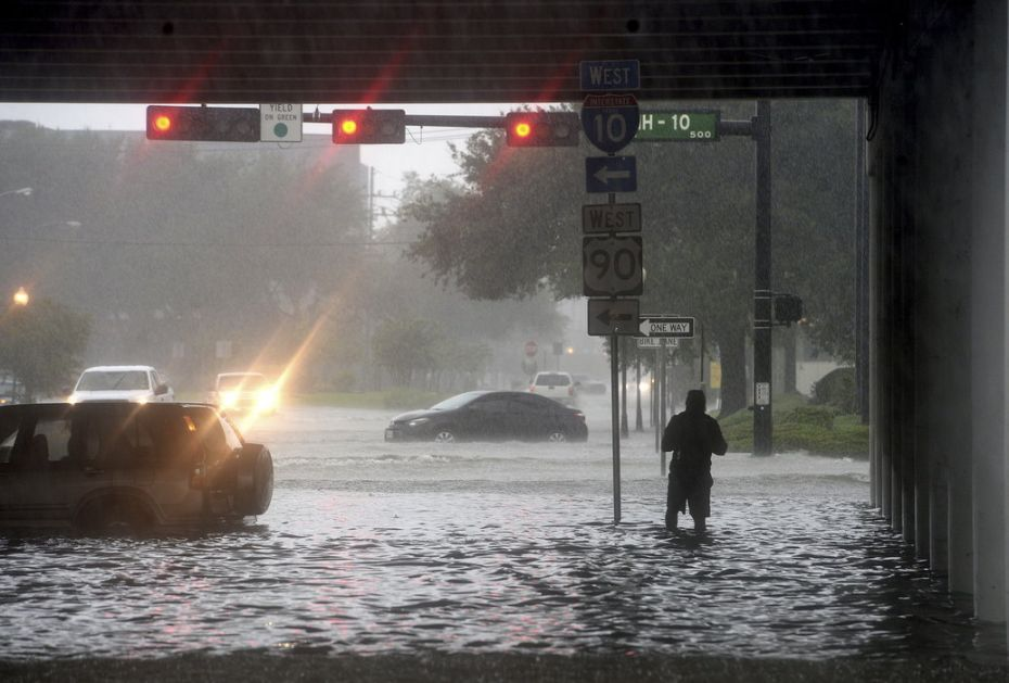 Najmanje dvoje stradalo u poplavama u Teksasu