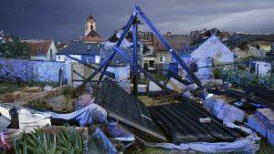 U tornadu u Češkoj poginulo petoro ljudi a 600 kuća čeka obnova od temelja (FOTO)