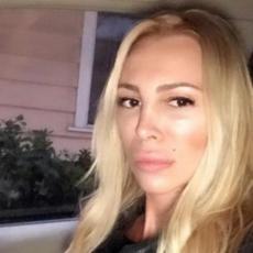Najpopularnija srpska voditeljka je pre više od 10 godina nestala: Danas živi u Los Anđelesu, a evo kako je zaradila NADIMAK