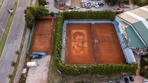 Najveći portret Đokovića, prvi na šljaci