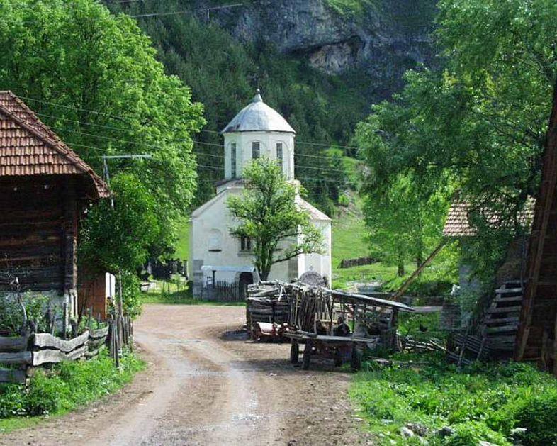 Najživopisnije selo u Srbiji čuva kuće svojih predaka iz 19. veka i u proleće ima posebnu čar