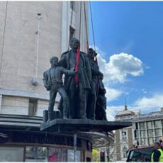 Nakon 70 godina zasijala je u punom sjaju: Skulptura Sima Igumanov sa siročićima ponovo na svom tronu (FOTO)
