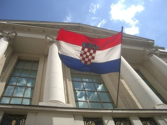 Napadača na 70-godišnjeg Srbina podržali Armada, sveštenik i Hrvatska stranka prava