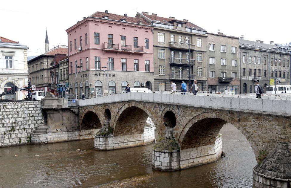 Napadnut službenik obezbeđenja Ambasade Srbije u Sarajevu