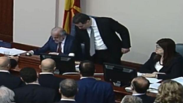 Sobranje usvojilo Zakon o jezicima, umalo sukob Gruevskog i Džaferija