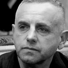 Napravio SELFI PORED OČEVOG KOVČEGA U KAPELI: Ivan Gavrilović bizaran snimak odmah uklonio! (FOTO)